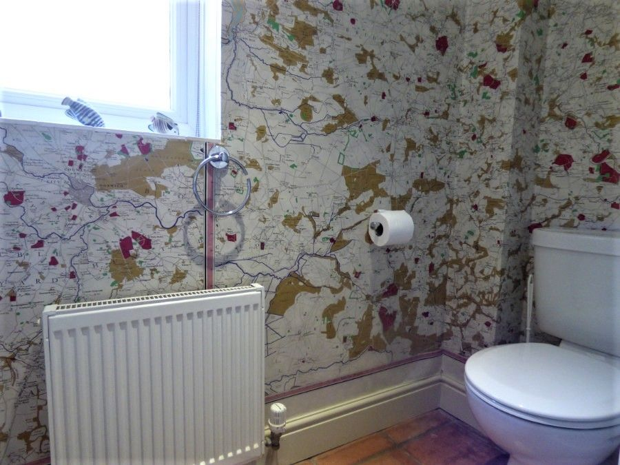 2 Hunts Cottages | Cloakroom downstairs