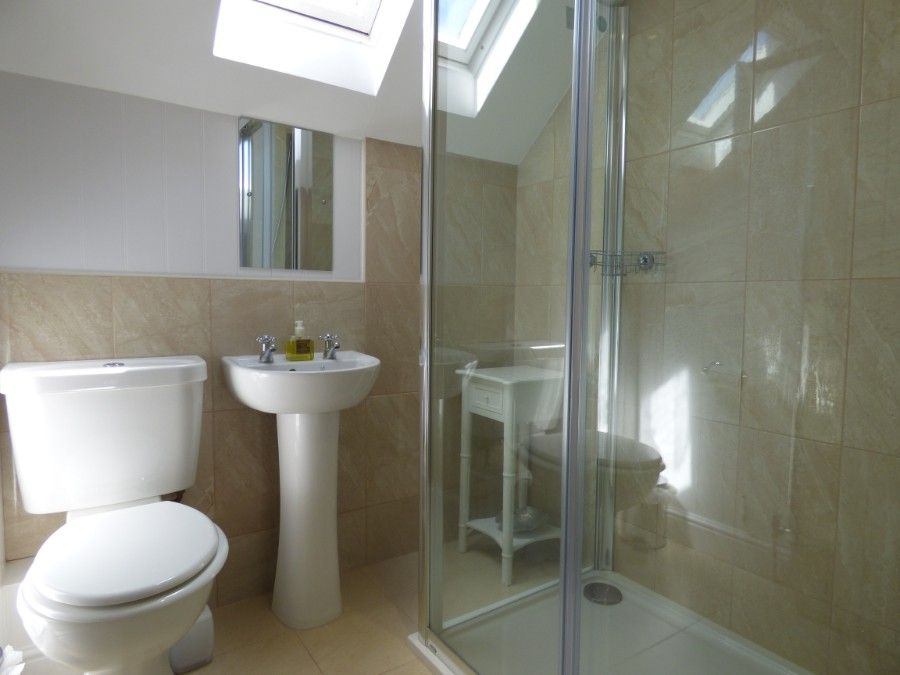 2 Hunts Cottages | Shower room