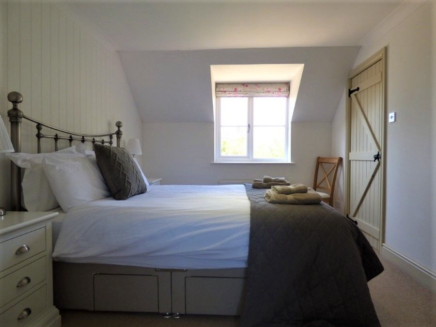 2 Hunts Cottages | Bedroom 1