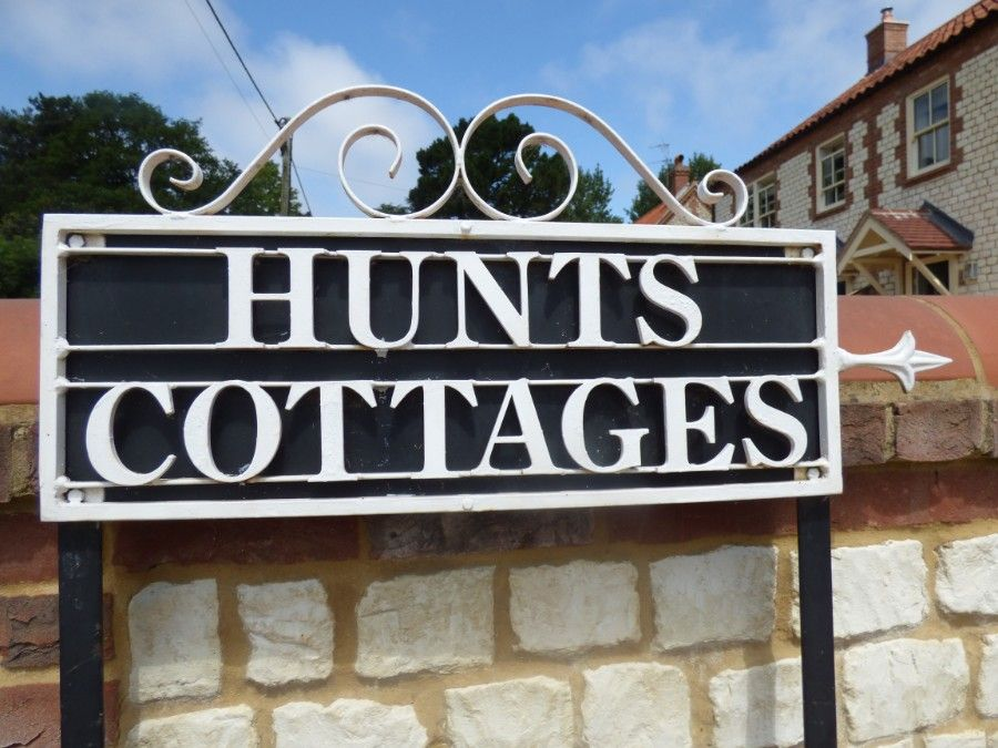 2 Hunts Cottages | Signage