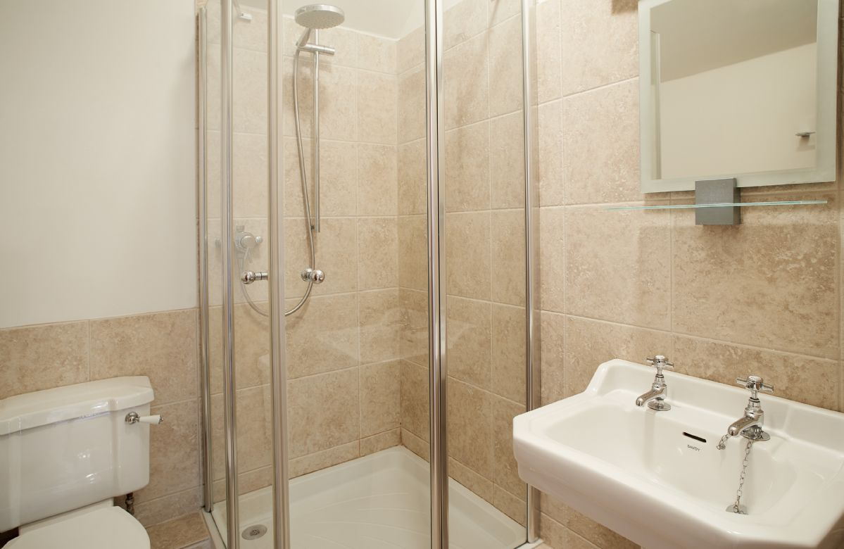 First floor:  En-suite shower room.