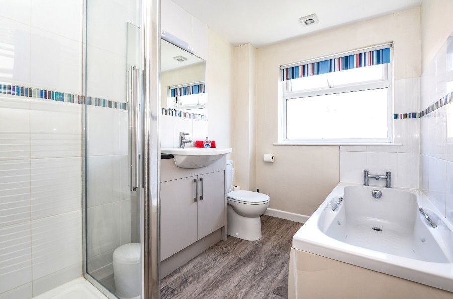 Sea Wood | Principal bathroom