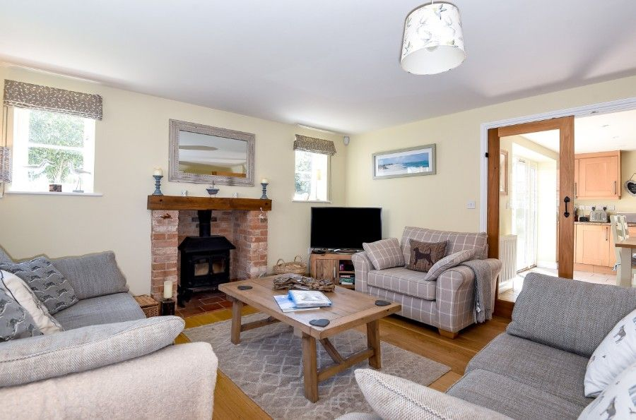 Hare Cottage in Ringstead | Sitting room
