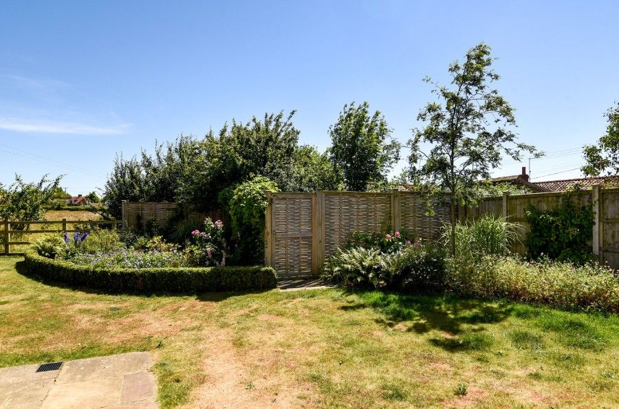 Hare Cottage in Ringstead | Garden