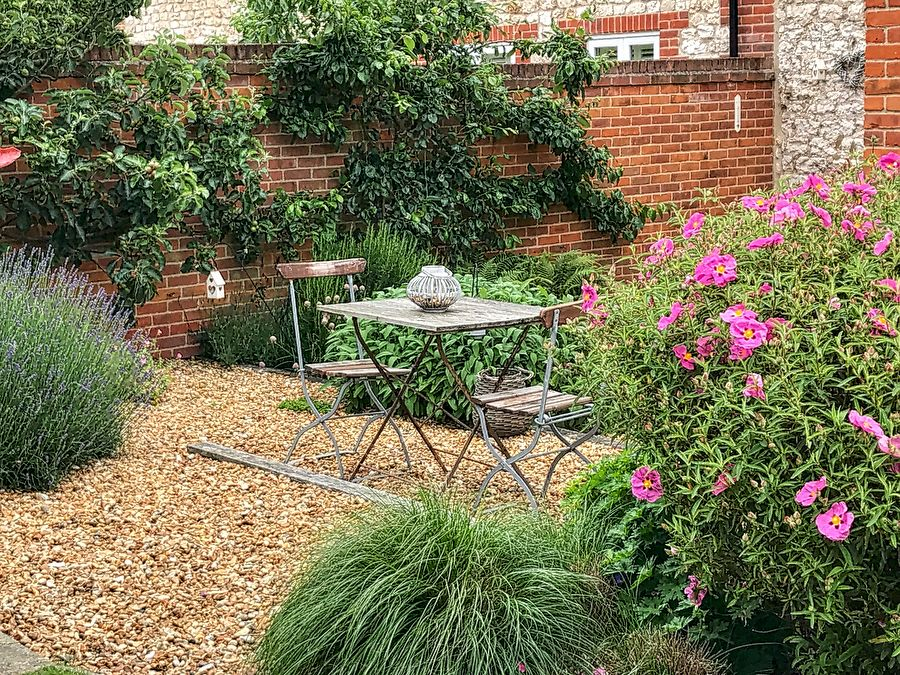Hare Cottage in Ringstead | Garden seating