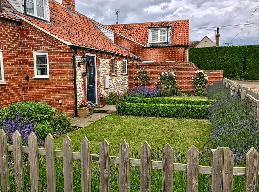 Hare Cottage in Ringstead |
