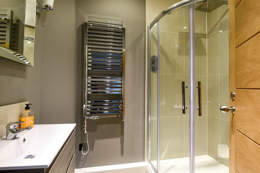 Cathedral Loft | En-suite shower