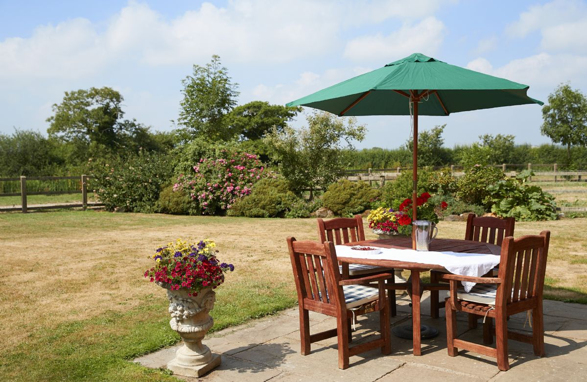 Alfresco dining - enjoy the countryside