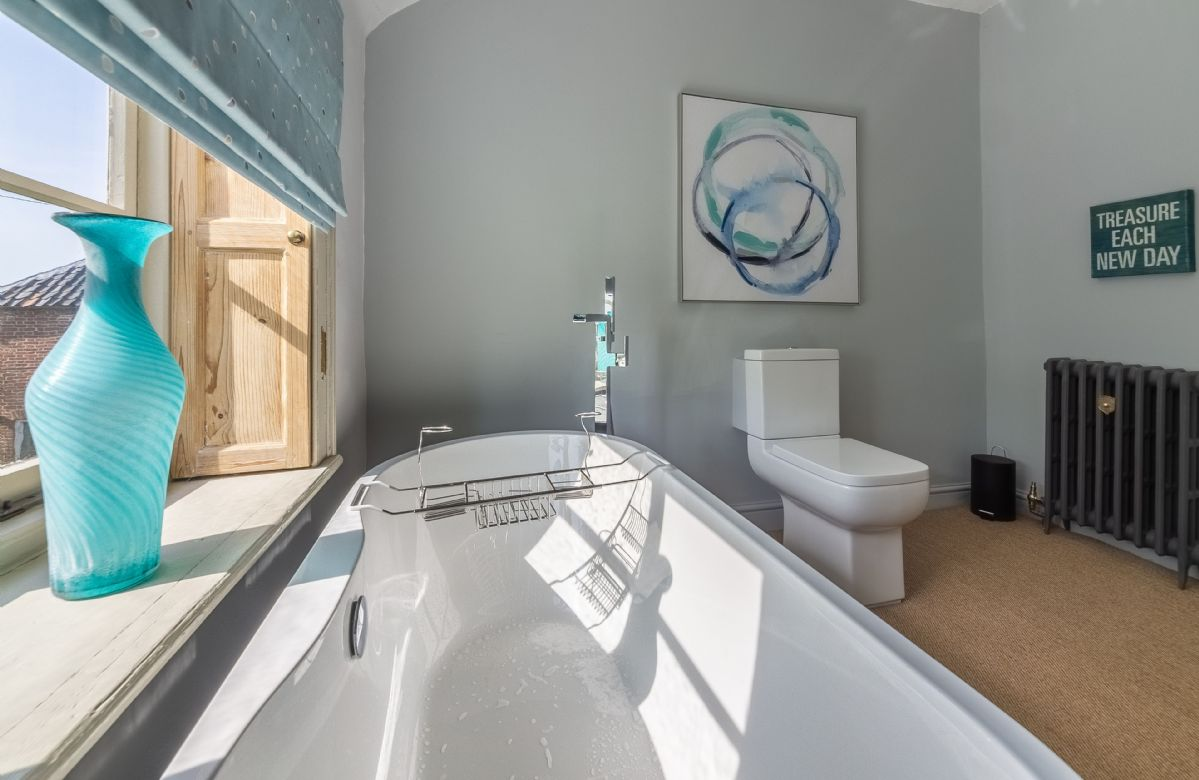 First floor:  Contemporary en-suite bathroom