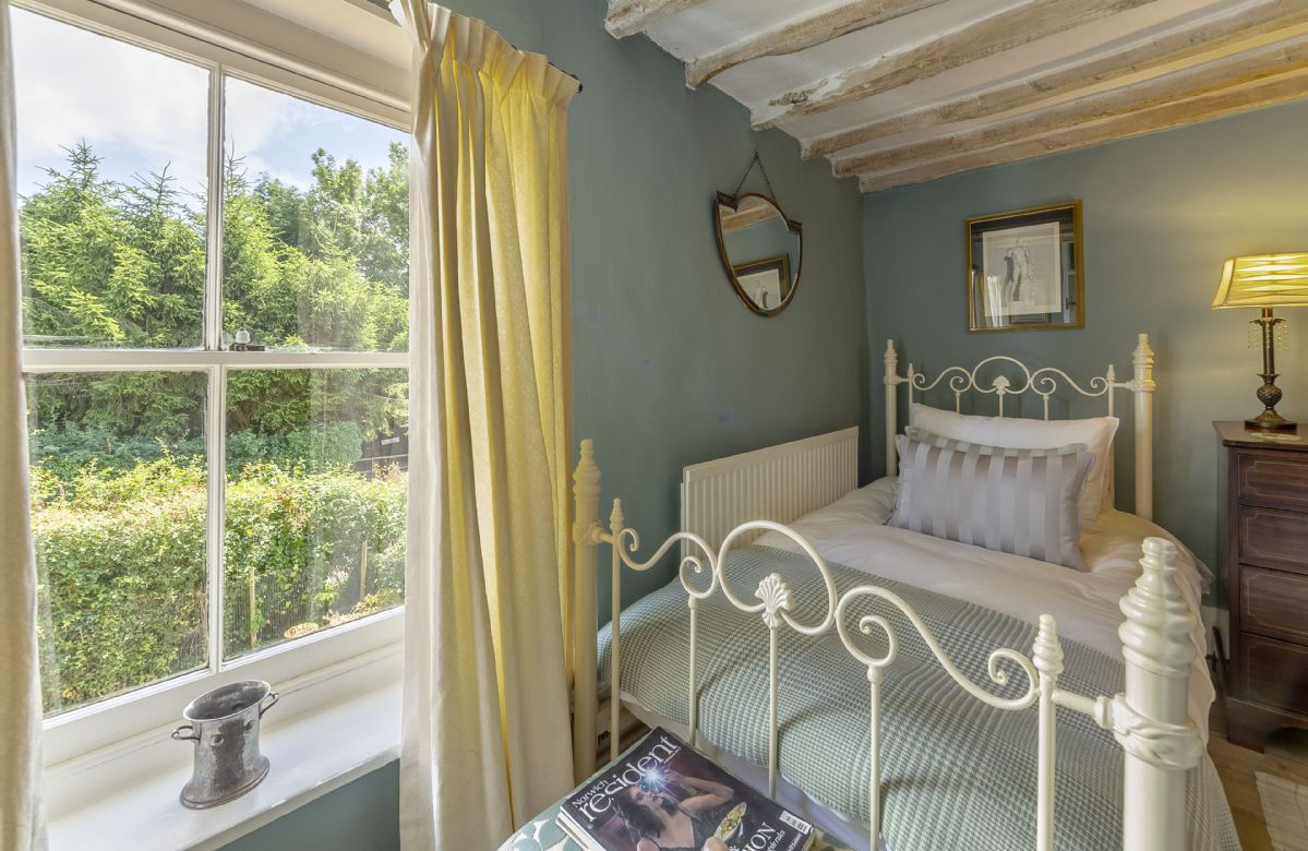 First floor: Bedroom with twin beds