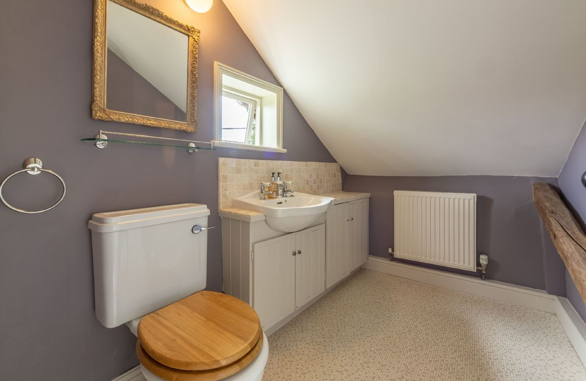 Second floor: En-suite wc