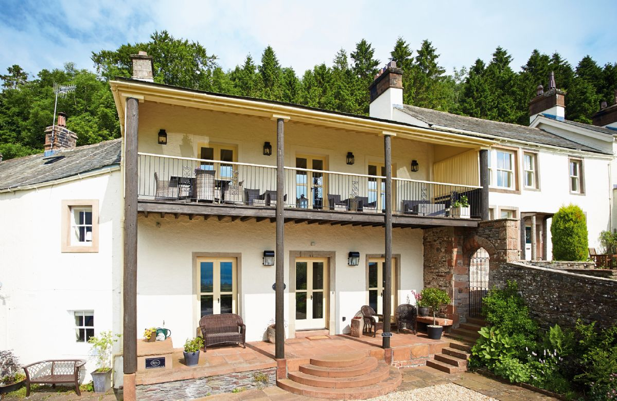 Wreay Mansions is an exceptional self catering country holiday home. Situated in an elevated site in the scattered hamlet of Watermillock with astonishing panoramic views of Lake Ullswater and the surrounding Lakeland fells