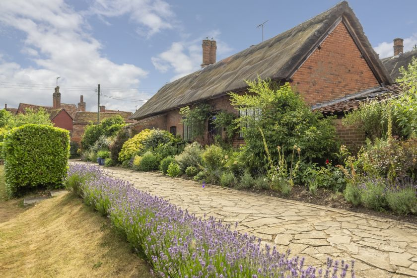 Ayres End Studio, once the inspiration-giving work place of author Hammond innes, is a 15th century thatched building set within the gardens Ayres End House