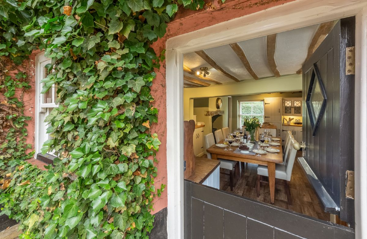 The traditional stable door opens in to the spacious kitchen/dining room