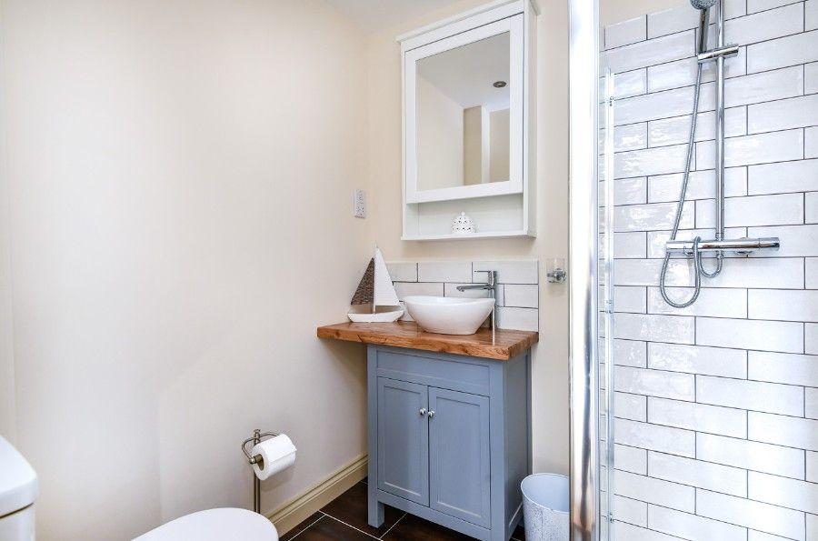 Mill House Lodge   En-suite shower room