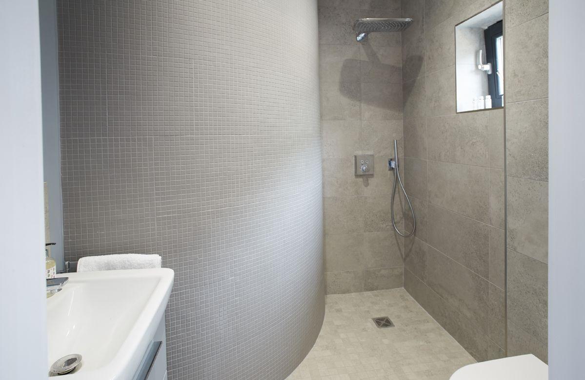 Ground floor:  Cloakroom with wet room