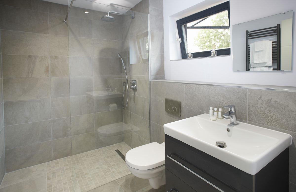 First floor:  En-suite to the master bedroom
