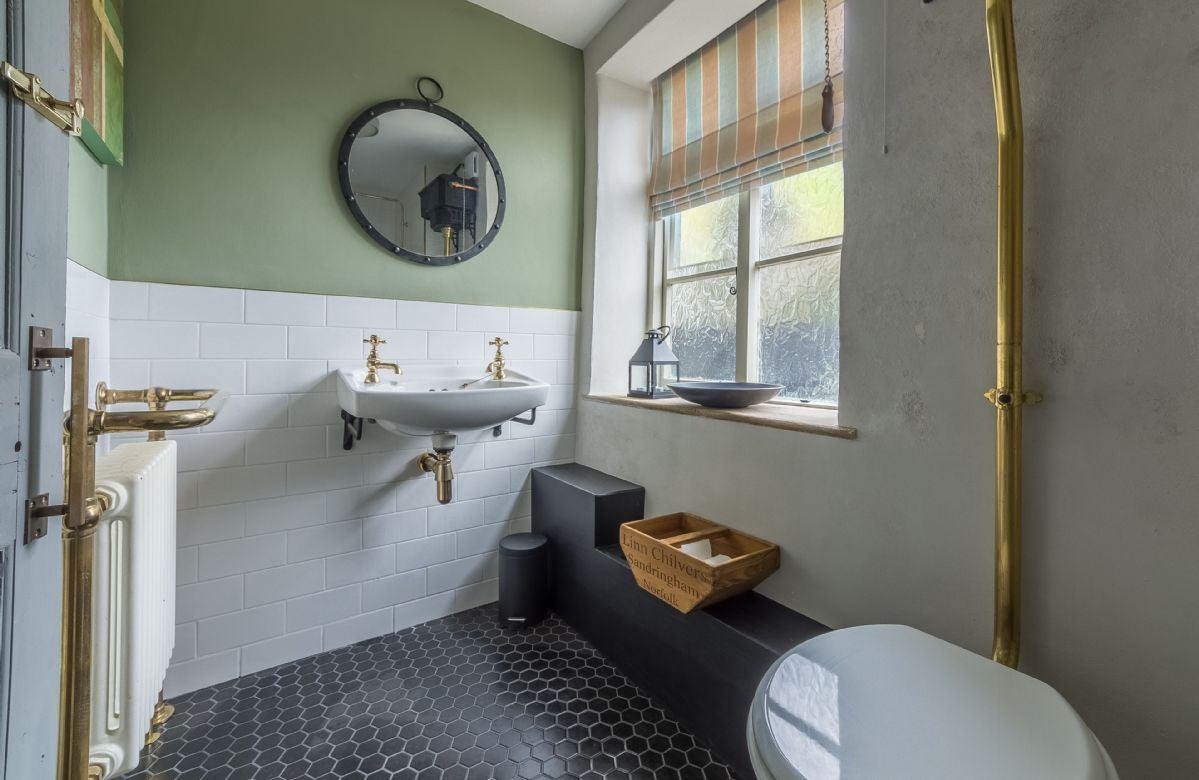 Ground floor:  Cloakroom and shower room