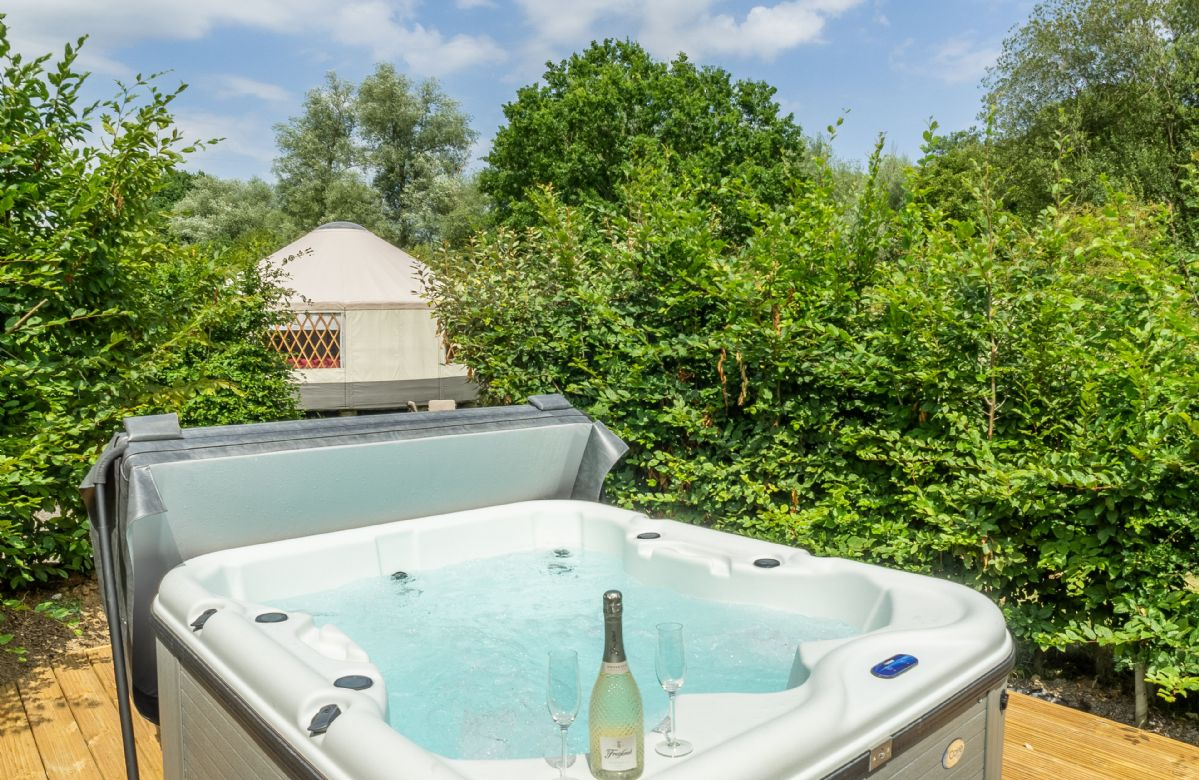 Private hot tub for five people