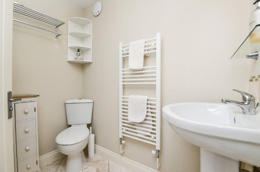 1 King William Cottage   En-suite to bedroom 1