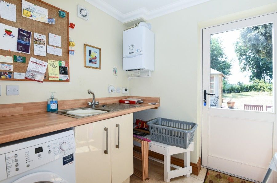 Honeysuckle Cottage | Utility room
