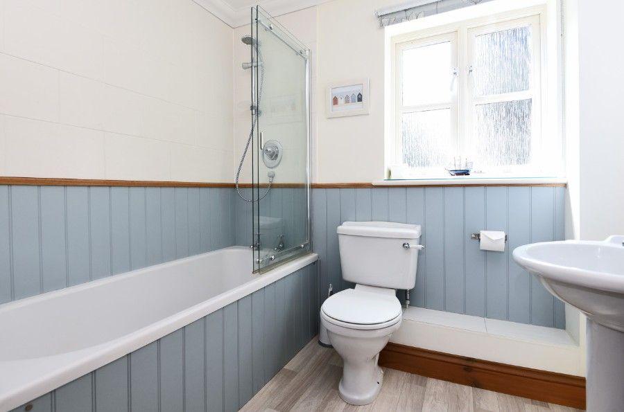 Honeysuckle Cottage | Bathroom