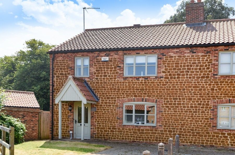 Honeysuckle Cottage | Front