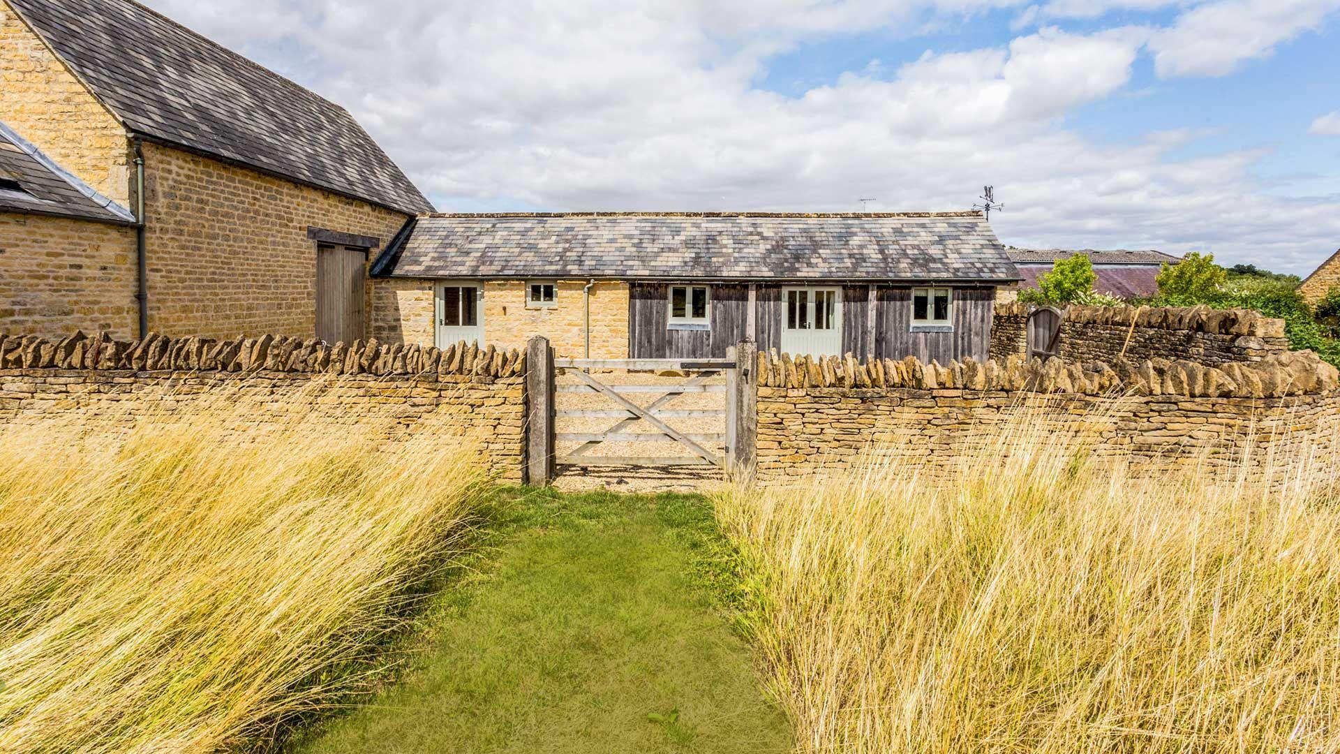 Marsh Farm Barn - StayCotswold