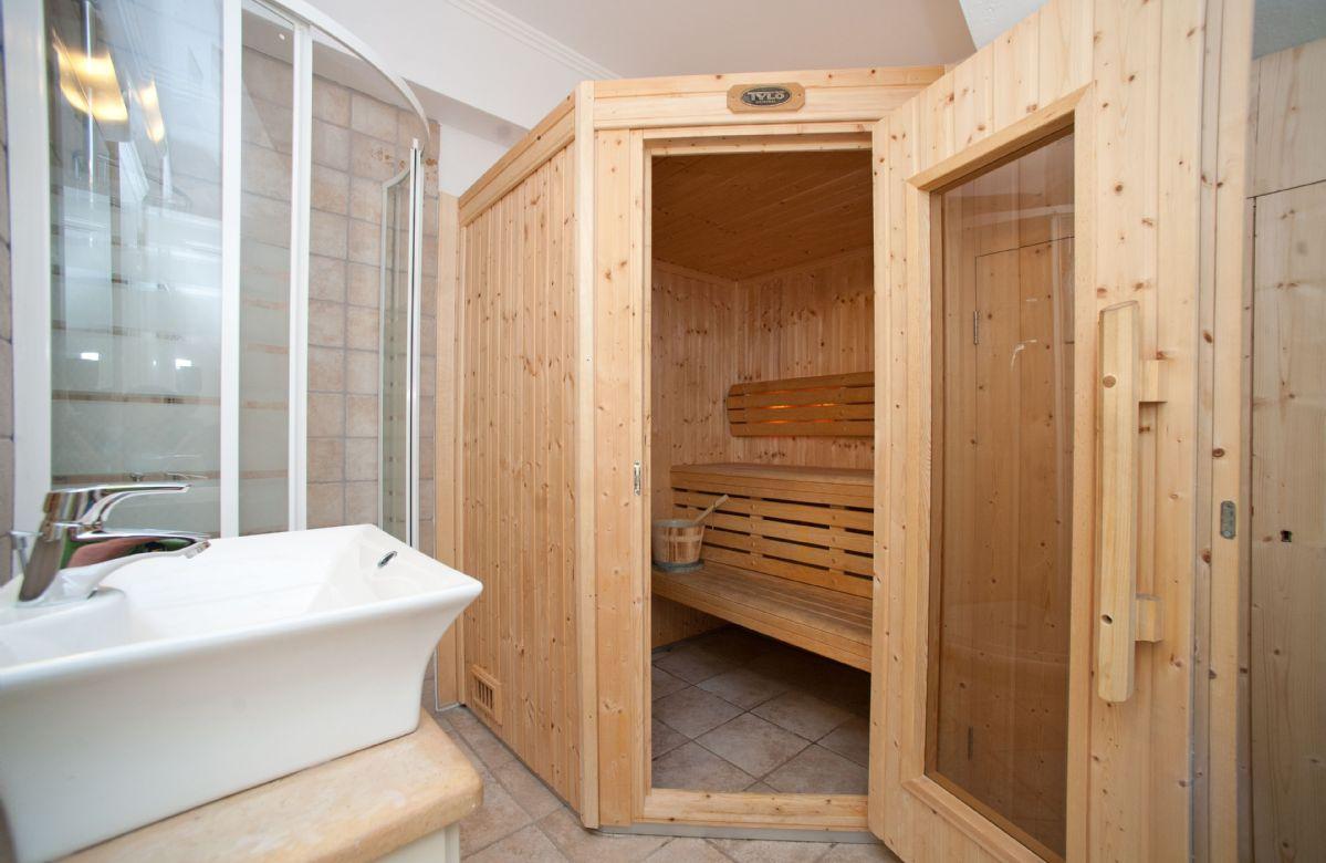 Ground floor: Sauna room with shower