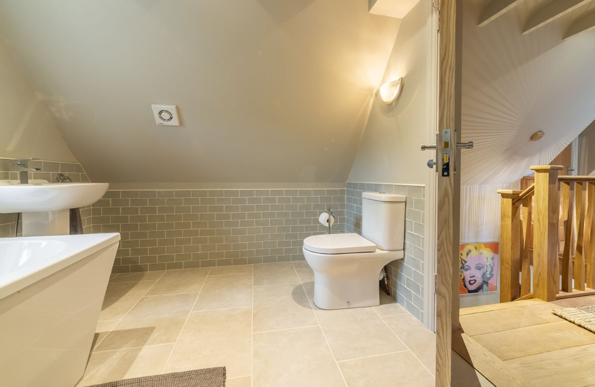First floor: Spacious and well lit family bathroom
