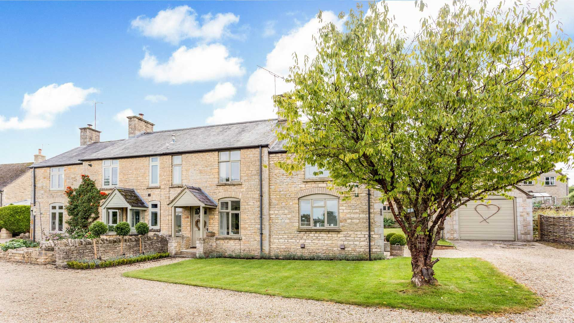 Orchard Cottage Frontage - StayCotswold
