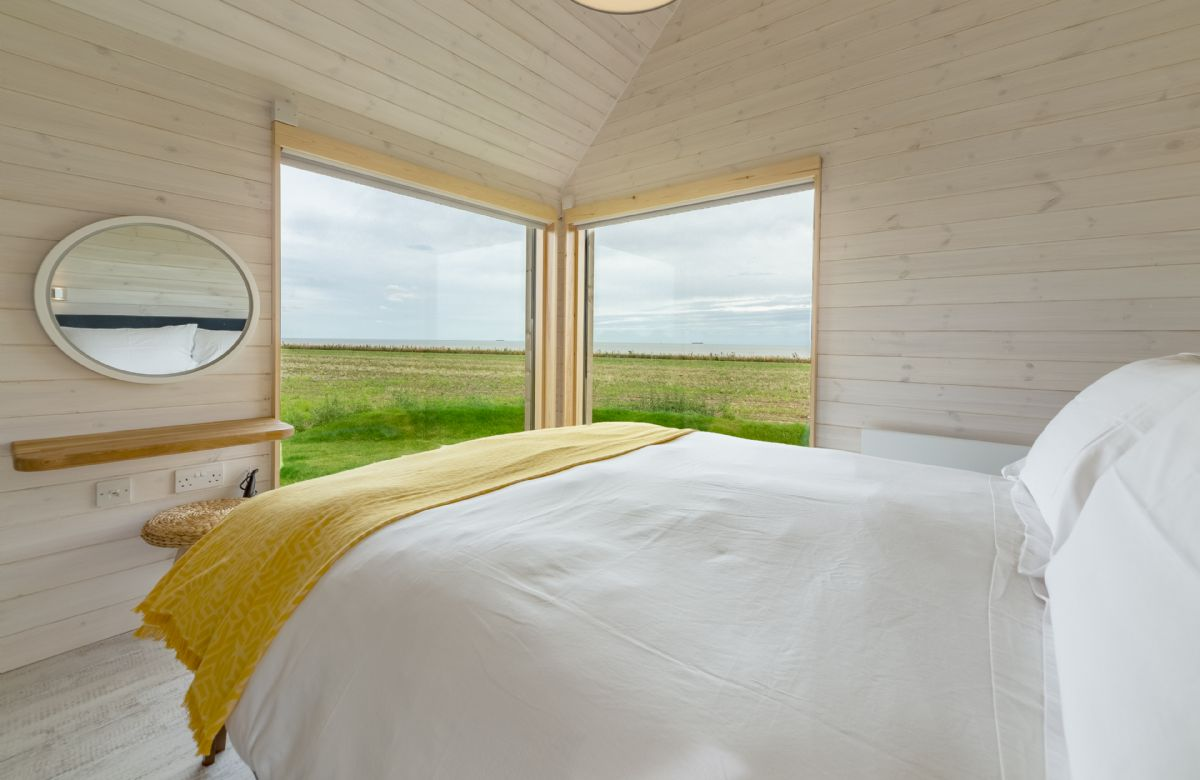 King size bed, sea views and en suite with bath & overhead shower