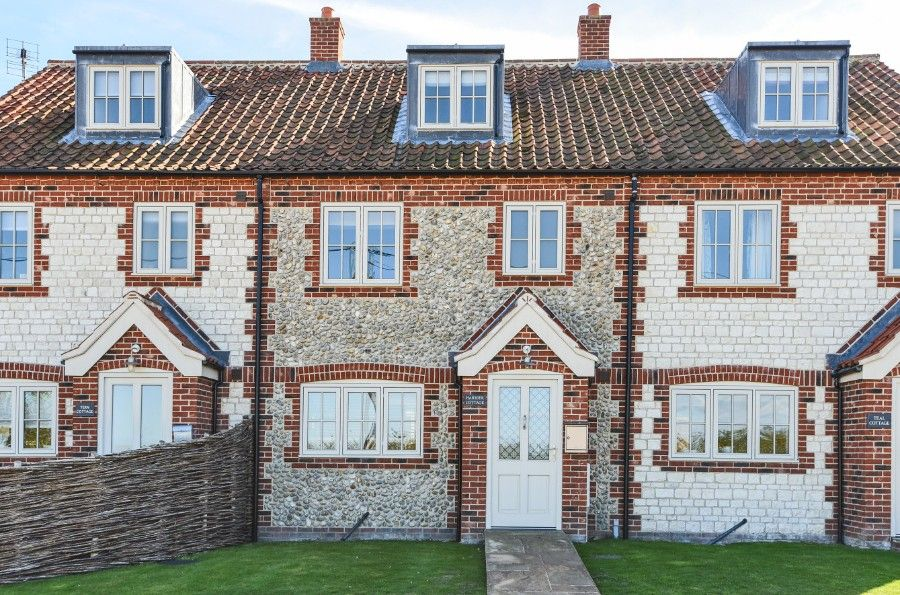 Harrier Cottage in Thornham | Front