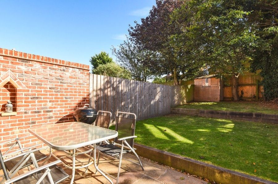 Harrier Cottage in Thornham | Patio and garden