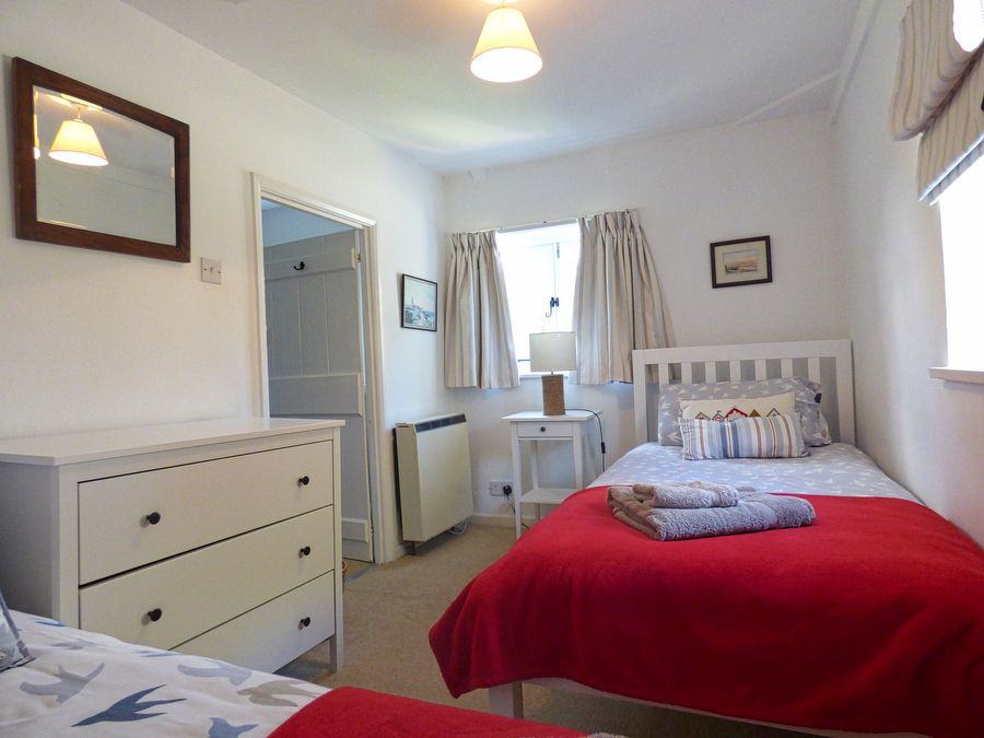 Crows Nest Cottage | Bedroom 2