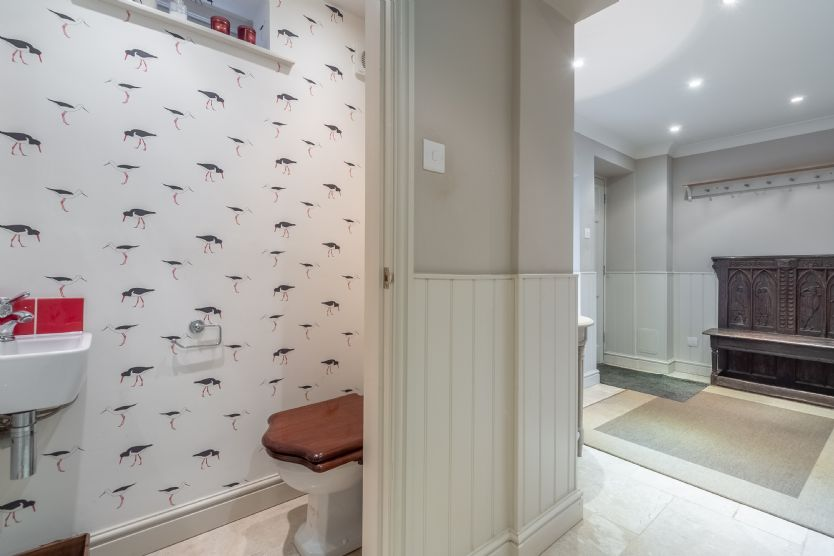Ground floor: Cloakroom with WC and washbasin