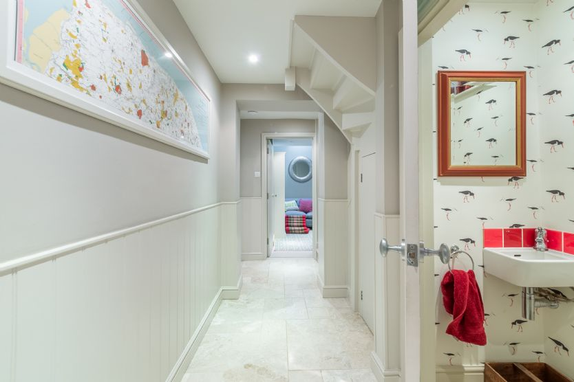 Ground floor: Cloakroom and hallway
