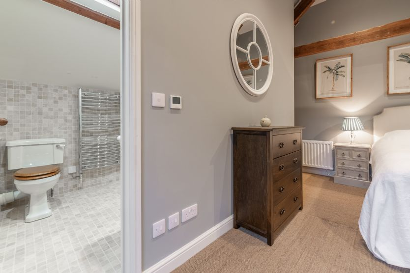 Annexe first floor: En-suite shower room