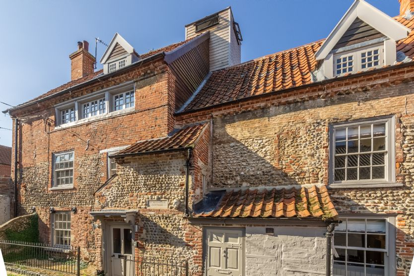 St Michael's Cottage faces onto a no-through road in the heart of Wells