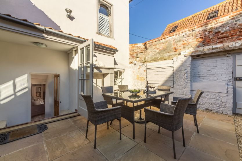 Ground floor: Enjoy the sunny south-facing fully-enclosed terrace