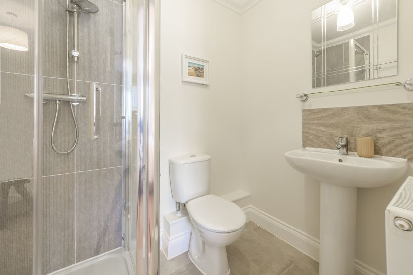 First floor: En-suite shower room