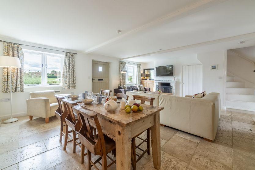 Ground floor: Jasmine Cottage sitting/dining room