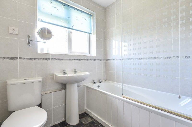 Little Tern   Bathroom