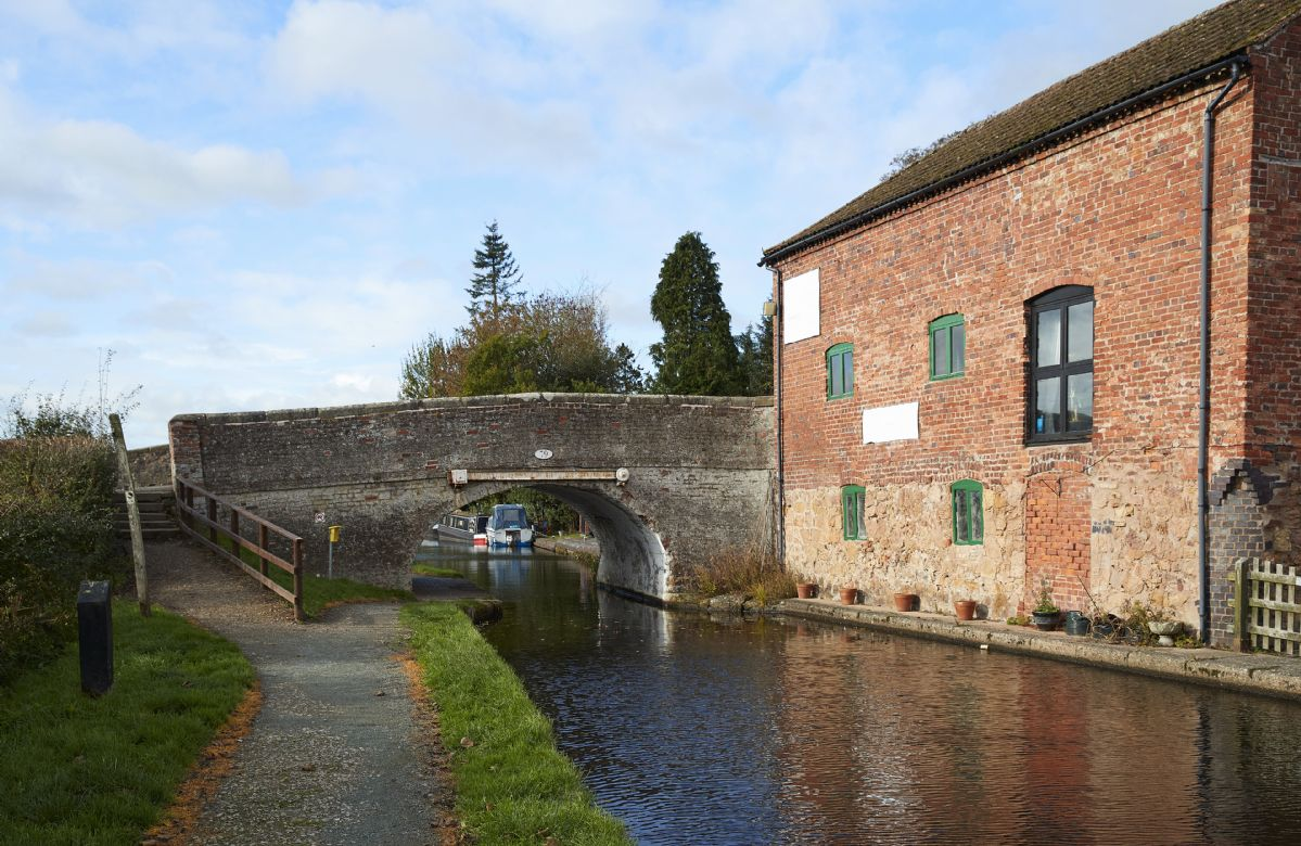 The Montgomery Canal approximately 3 miles from Goldcrest offers excellent walking and cycling opportunities