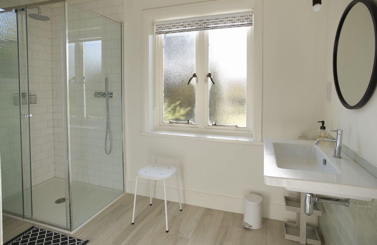 Ground floor: En-suite bathroom with shower