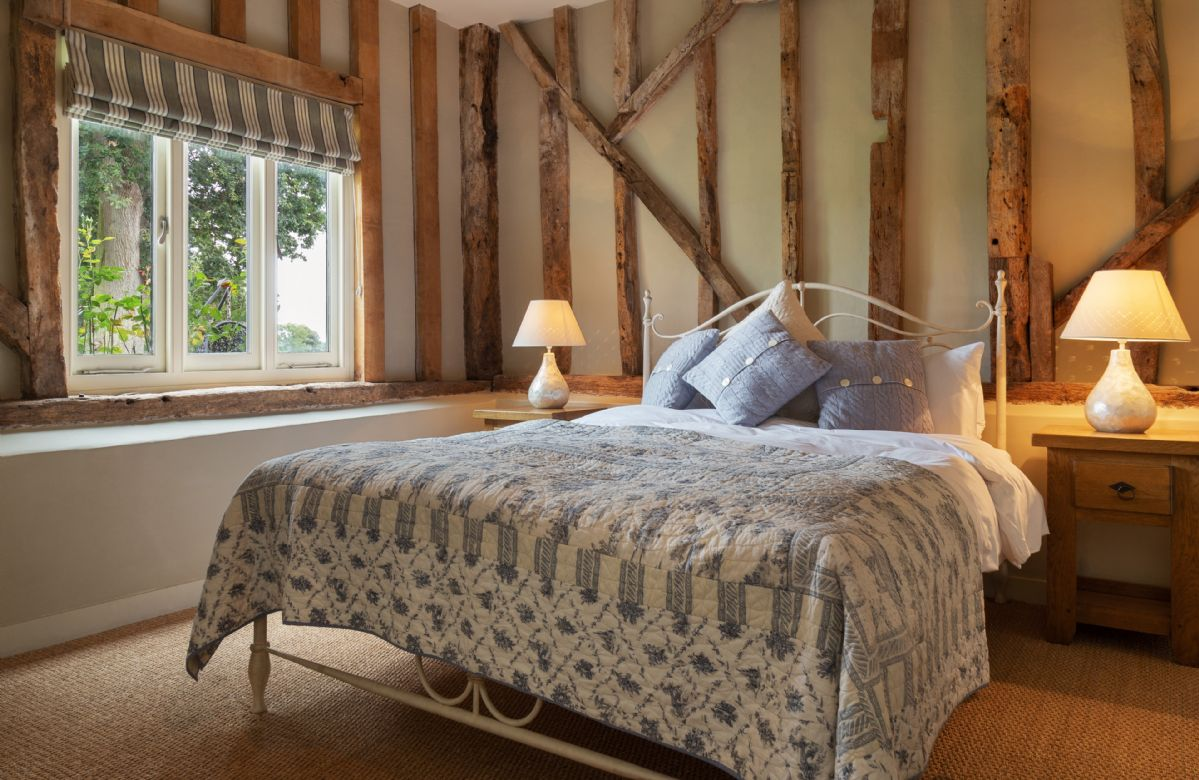 Ground floor:  Double bedroom with 5' bed