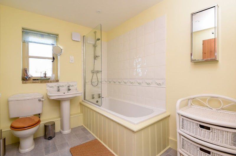 3 Links Court | Bathroom