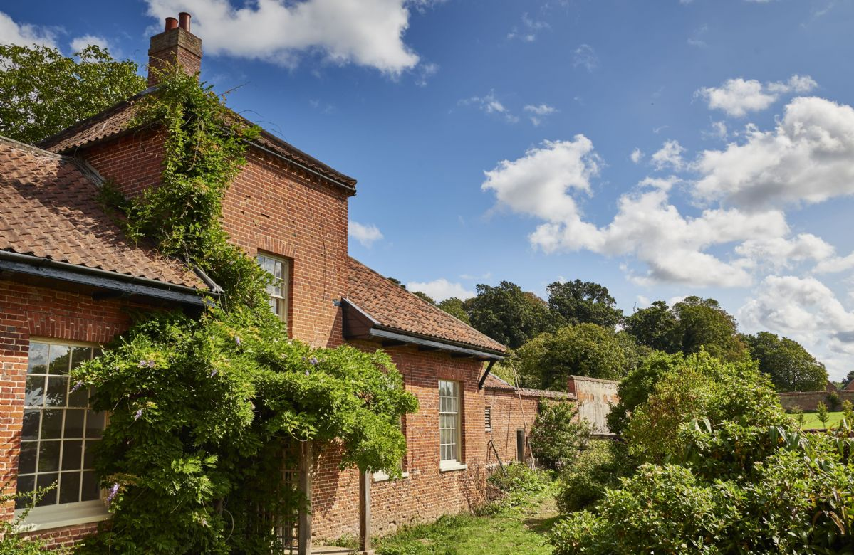 Garden House is a charming three bedroom cottage with a luxurious finish