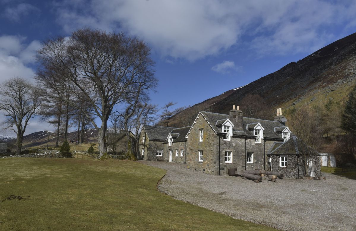 Fabulous 12 Most Unique Self Catering Holiday Cottages In Scotland Download Free Architecture Designs Embacsunscenecom