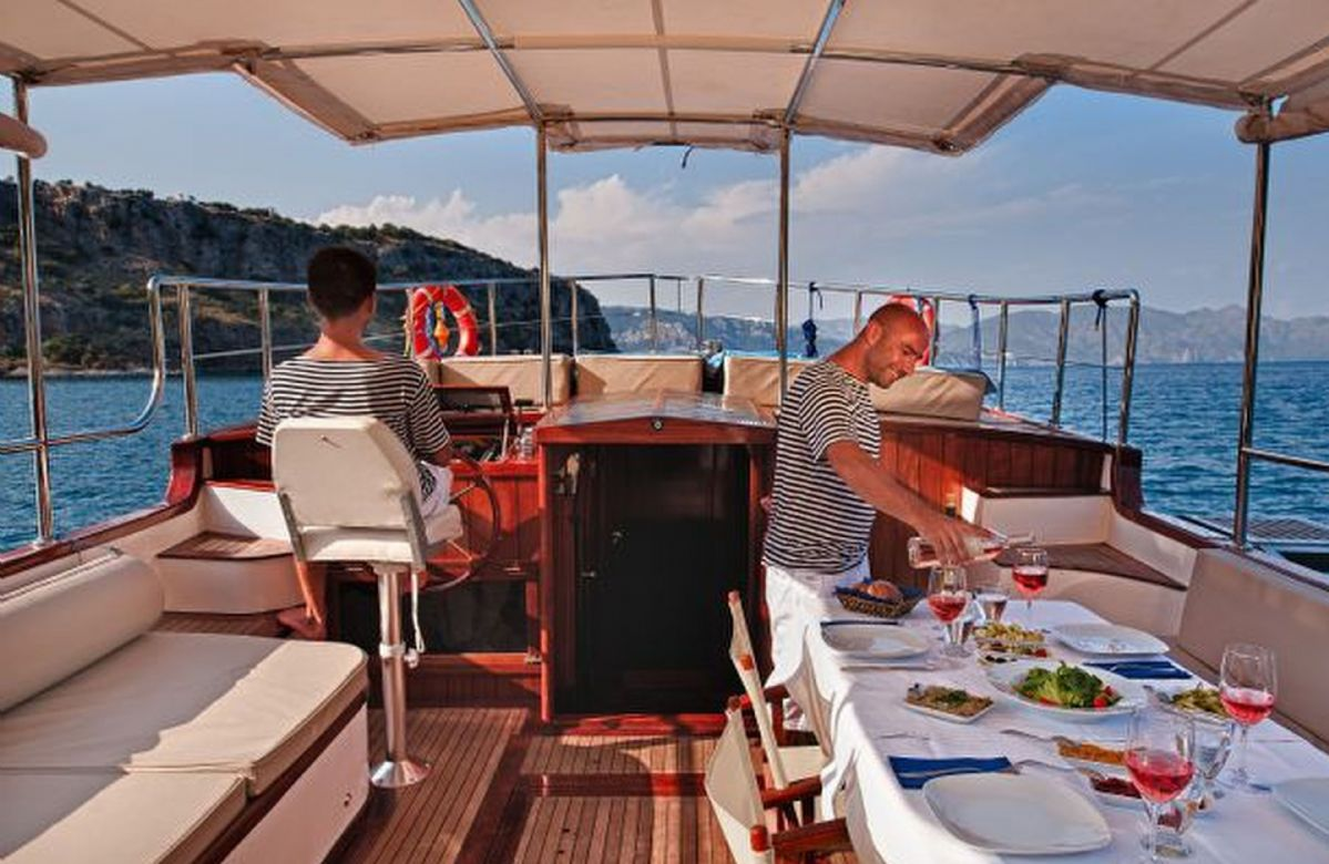 A private dining experience on Kumlubuk bay